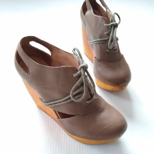 Fiel Anthropologie • wooden wedge platform shoes